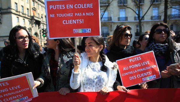 Francia multará a los clientes de prostitutas