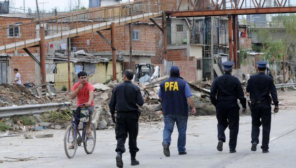 Más de 40 allanamientos en las villas 30 y 31 bis por narcotráfico