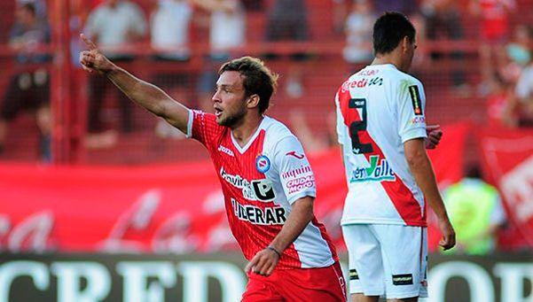"""Rinaldi, un goleador """"colgado"""" por el Bicho"""
