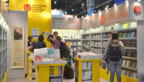 Stand de la Universidad de Quilmes en la Feria del Libro