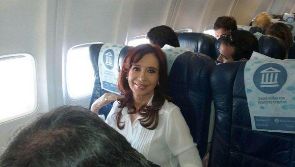 Cristina aterrizará en Buenos Aires en la noche del lunes