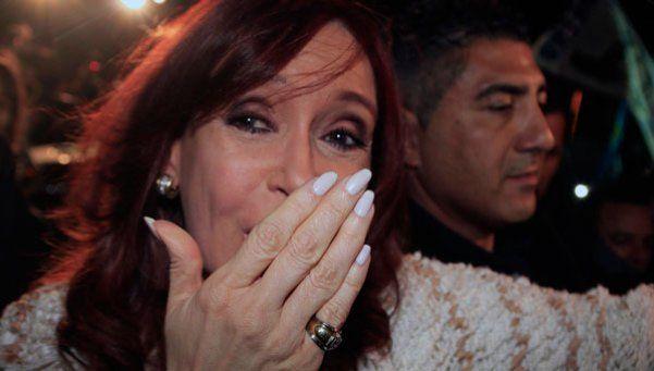 Video | Así llegó Cristina: sonrisas y saludos a los simpatizantes kirchneristas