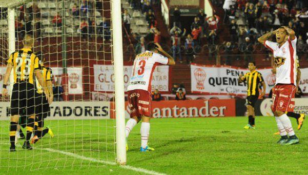 Huracán peloteó a Peñarol, pero se encontró con un Guruceaga inmenso