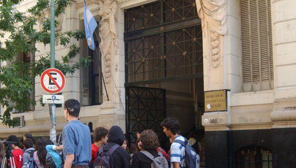 Alumnos tomaron el Pellegrini y el Nacional Buenos Aires