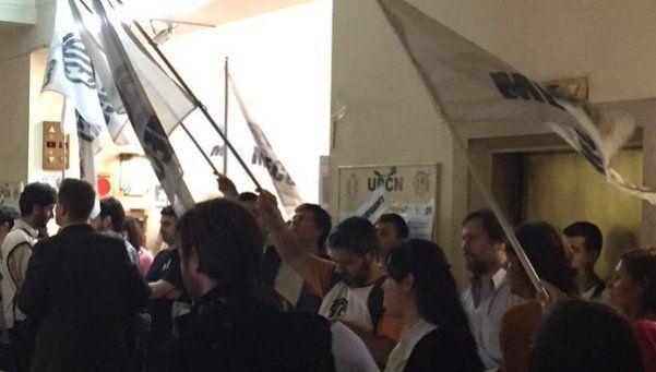 Paro y protesta por despidos en el ministerio de Hacienda