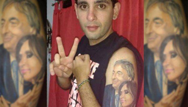 Cuestión de piel: un joven se tatuó la cara de Néstor y Cristina