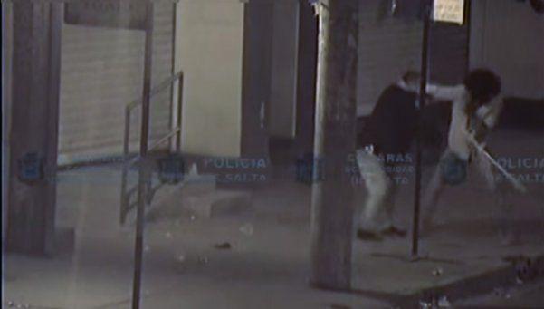 Video | Indignante y cobarde golpiza callejera a un ciego