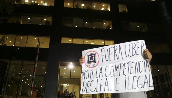 Video | Entre incidentes, allanaron las oficinas de Uber en la Capital Federal