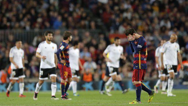 Messi hizo el gol 500, pero Barcelona perdió ante Valencia
