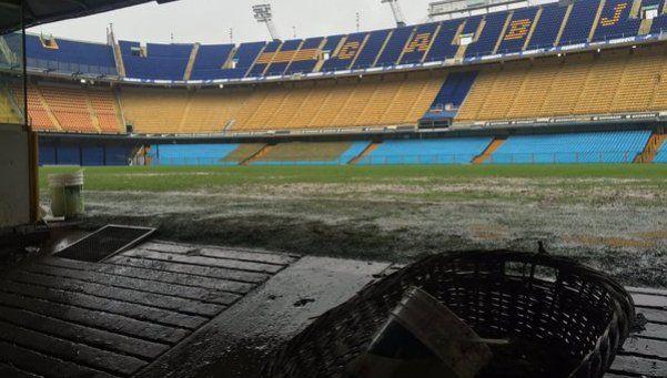 Boca admitió que el césped de La Bombonera es un desastre