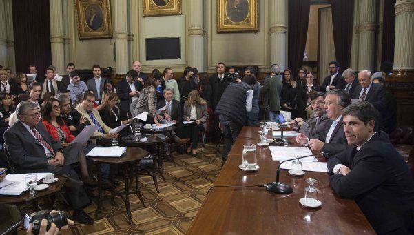 Avanzan dos proyectos para prohibir los despidos