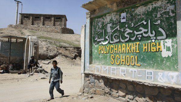 Envenenaron a 125 alumnas en un colegio de Afganistán
