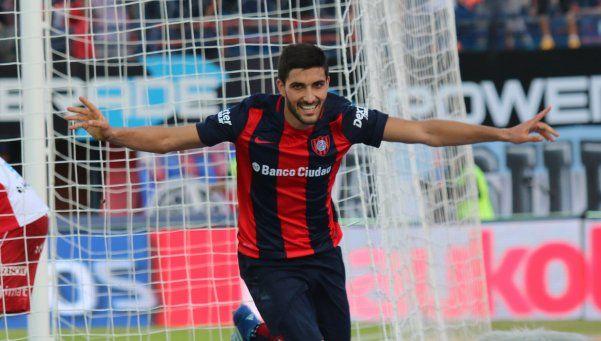 San Lorenzo se quedó con el clásico y la punta ante Huracán
