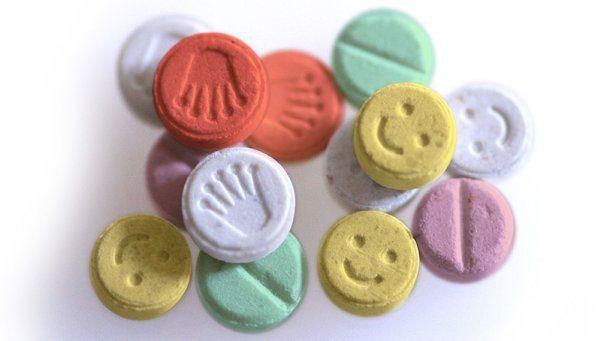 Detienen a holandés que quería ingresar 15 mil pastillas de éxtasis a Argentina