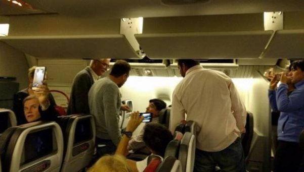 Zannini fue escrachado durante un viaje en avión