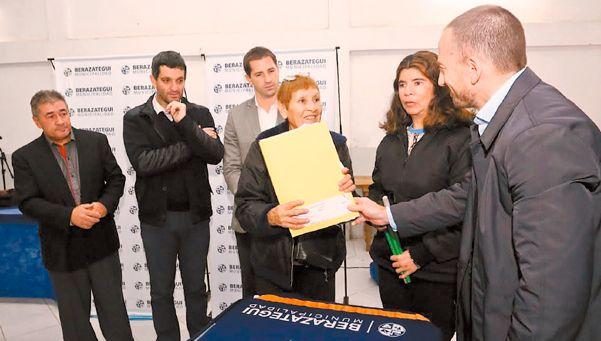 Entregaron 250 escrituras a familias de Berazategui