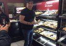 La historia detrás de la foto: por qué vino Travolta a la Argentina