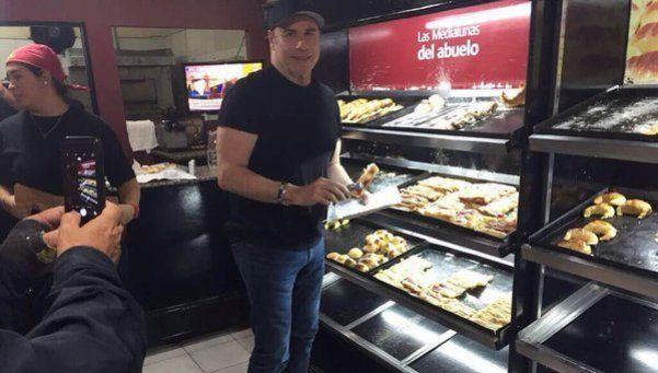 John Travolta está en Argentina... ¡y le entró a la medialuna!