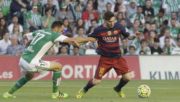 Barcelona venció a Betis y comparte la punta con Atlético Madrid