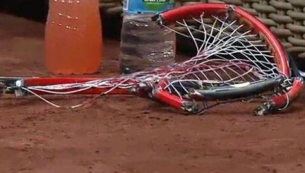 Video | La culpa es de la raqueta: así fue el ataque de furia de Dimitrov