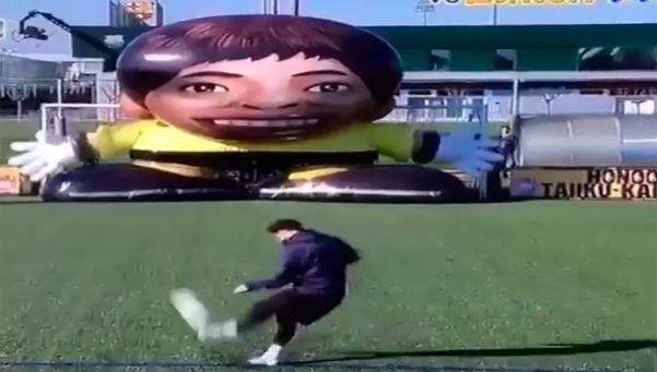 Sacala del ángulo, robot japonés: el nuevo desafío de Messi