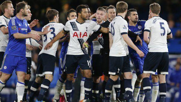 Tottenham dejó escapar la victoria y Leicester se consagró campeón