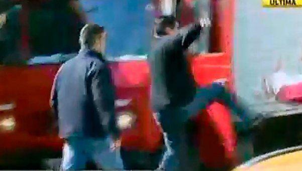 Video   Choque y trompadas en medio de una protesta contra Uber