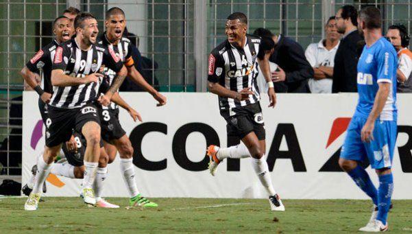 Racing no pudo sostener el 1-1 y Atlético Mineiro lo eliminó
