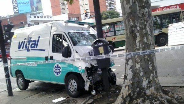 Chocaron un colectivo y una ambulancia en Chacarita