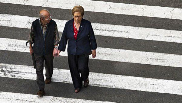 Adultos mayores: los riesgos como peatones