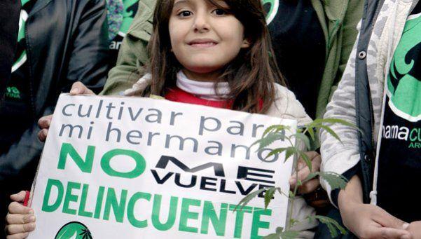 Niños con epilepsia encabezaron la Marcha de la Marihuana