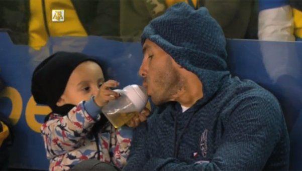 Video | El tierno momento de Tevez con su hijo en la Bombonera