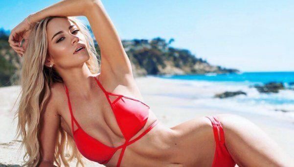 Bryana Holly saca a relucir sus curvas al sol