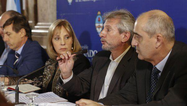 En el Senado, AFERA y ADIRA expusieron la situación de los diarios
