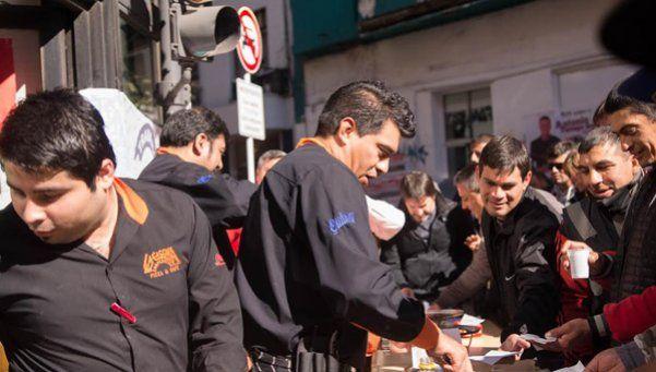 Organizan pizzeada contra el desalojo de un restaurant
