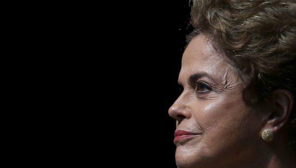 Dilma respondió en las redes sociales: Es golpe