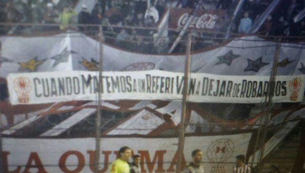 La agresiva bandera del Globo que hizo detener el partido