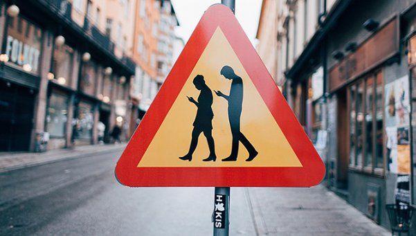 Peatones tecnológicos, un riesgo para la seguridad vial