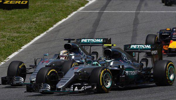 Choque entre compañeros: Rosberg y Hamilton, afuera del GP de España