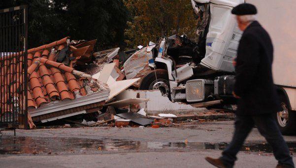 Camión embistió a una garita en Costanera Sur: un muerto