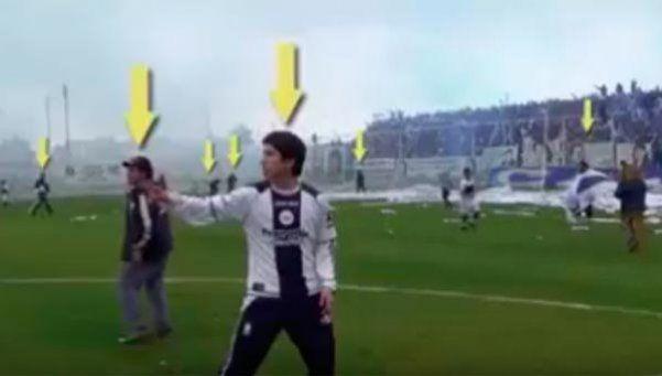 Barras amenazaron a futbolistas y al árbitro en el campo de juego