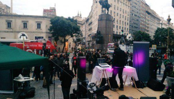 Realizaron fiesta electrónica frente a la Legislatura porteña