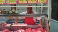 Carnicero vende en cuotas para no perder los clientes