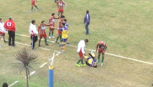 Horror: murió futbolista tras recibir golpe en pelea durante un partido