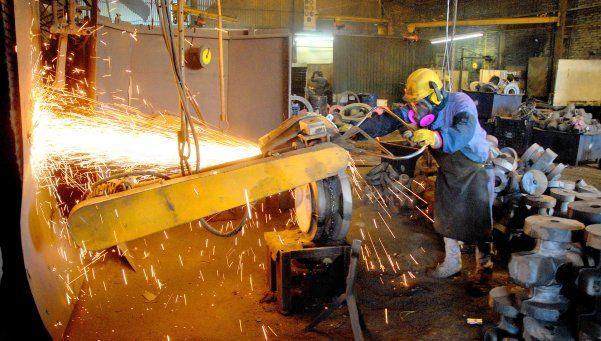La industria profundiza su caída: bajó un 5% en mayo