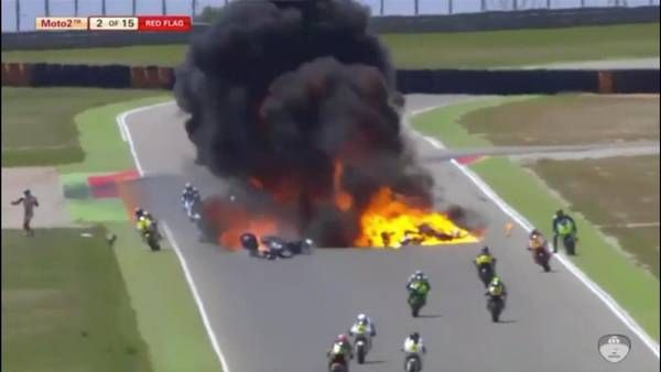Video | El impactante accidente que sacudió al Moto 2 en España