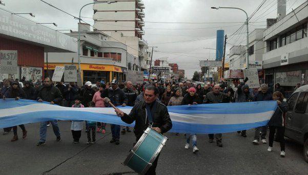 Salieron a la calle a repudiar los tarifazos de luz y gas