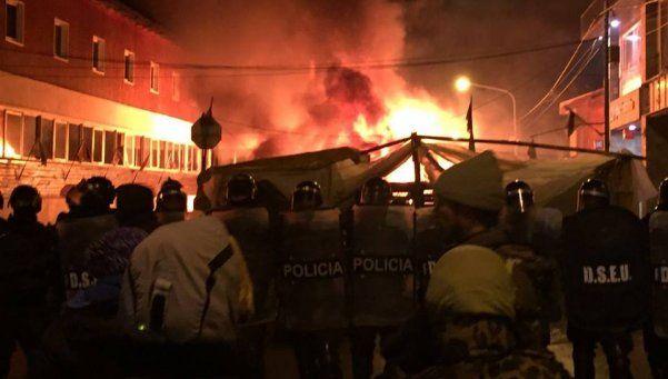 Ushuaia: brutal represión y desalojo del acampe de estatales