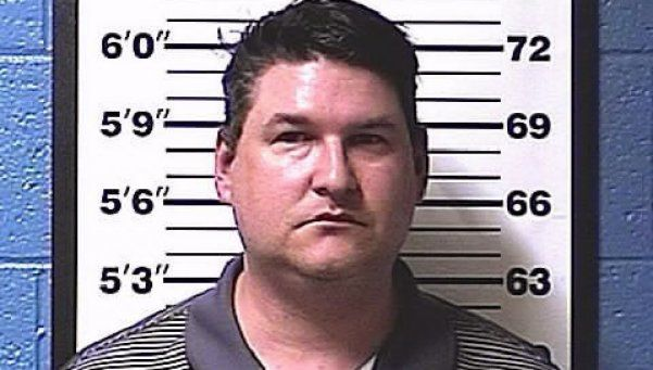 Casó a su hija adolescente con el hombre que la violó