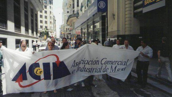 Comerciantes denuncian descontrol de manteros en Morón